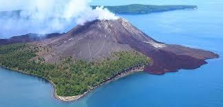Кракатау — действующий вулкан в Индонезии