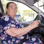 Парень помог пенсионерке поменять колесо. Приехав домой, он понял, что она…