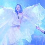 Звезда вышла на сцену в прозрачном платье. Зрители ахнули, ведь ей за 60!