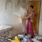 Сын делал ремонт в доме матери: пробив стену, онемел от увиденного…